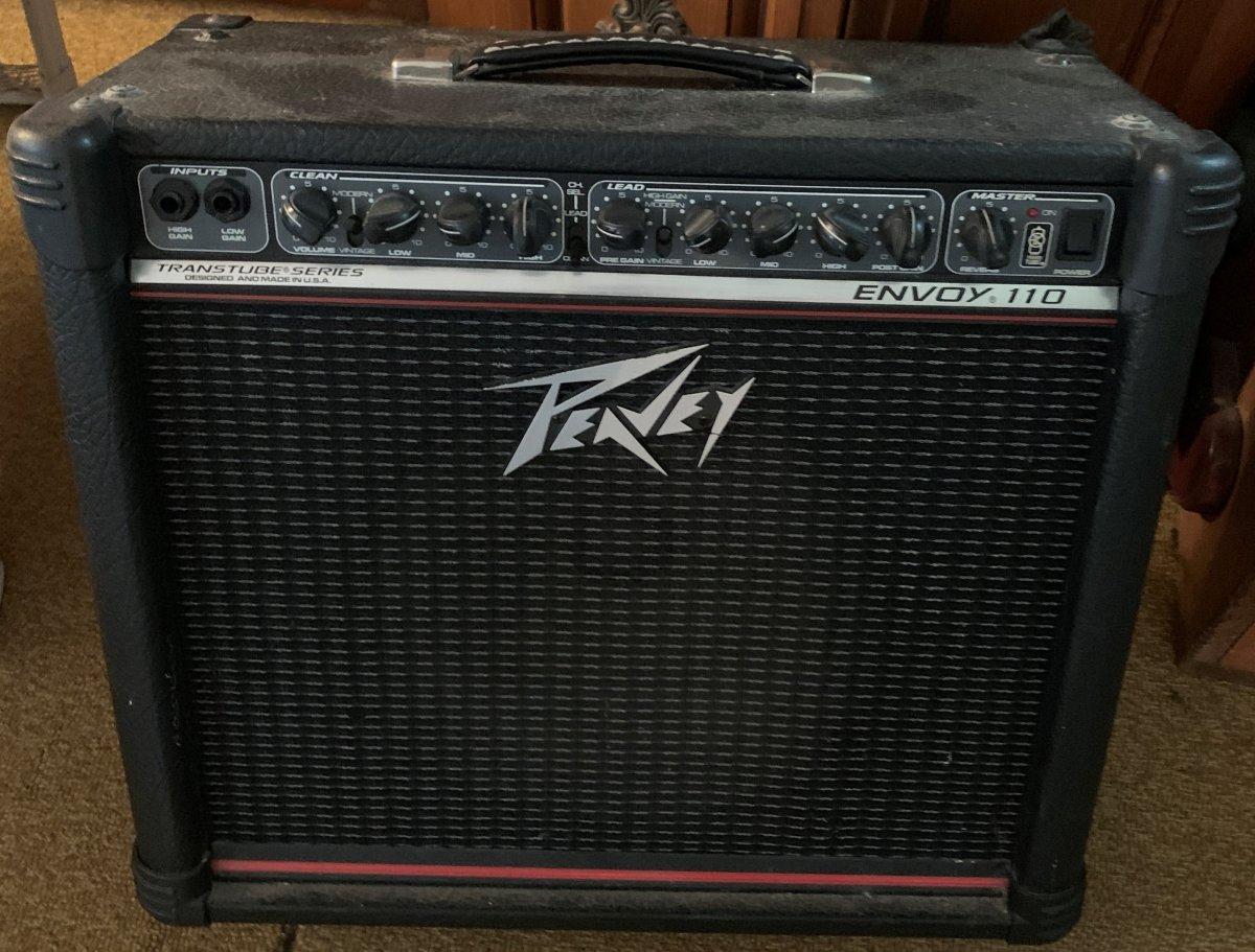 07-26-2019 - Buddy's Peavey Envoy 110 TransTube, USA-made red stripe - 1.jpg
