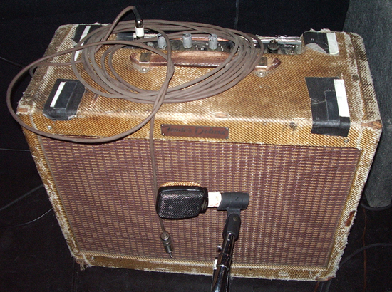 1959-fender-tweed-deluxe-amp-neil-young.jpg