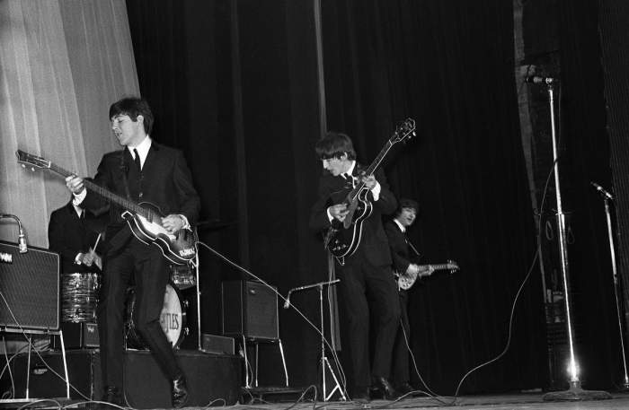 Click image for larger version  Name:early Beatles onstage.jpg Views:54 Size:31.9 KB ID:156628