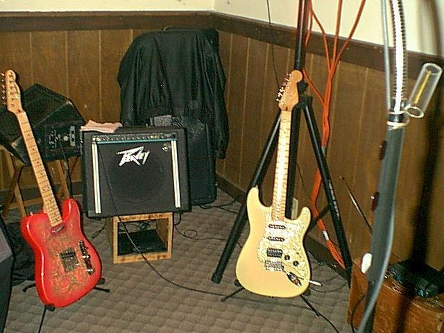 Click image for larger version  Name:Guitars.jpg Views:181 Size:62.8 KB ID:160762