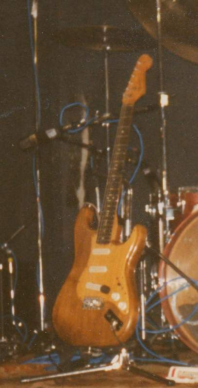 Click image for larger version  Name:Nils guitar Queen hall UK.jpg Views:277 Size:31.8 KB ID:164528