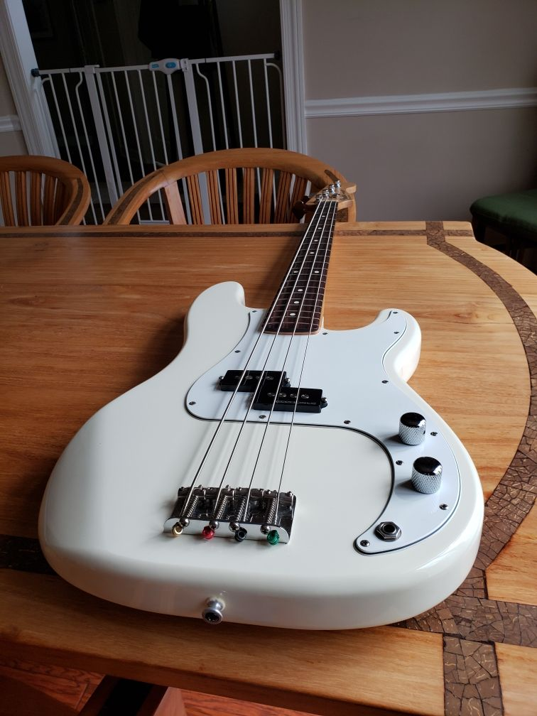 p-bass-low-front-jpg.763987