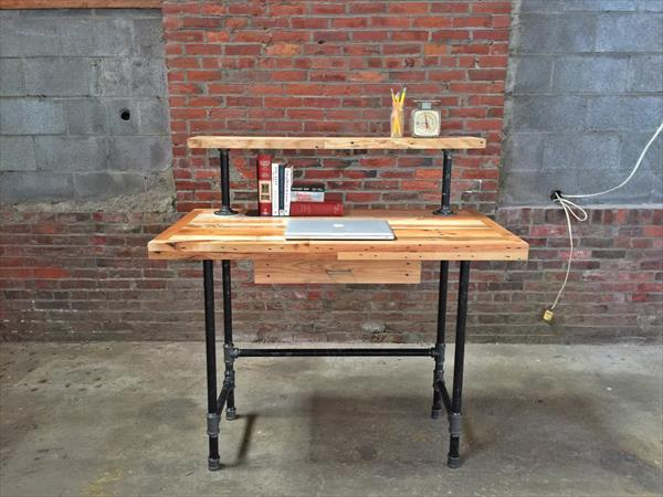 Pallet And Steel Pipe Computer Desk