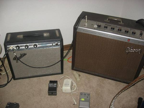 How do you hook up two amps together