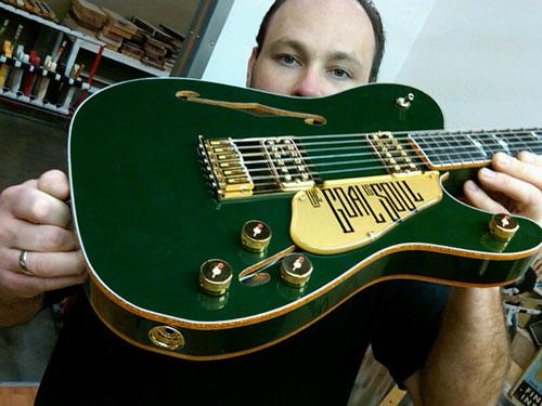 bono-fender-guitar